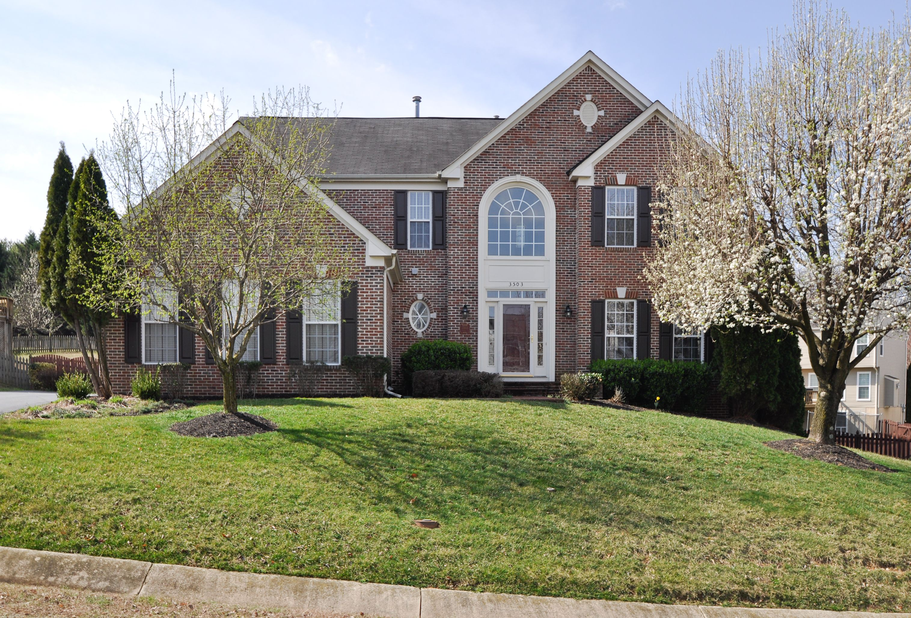 SOLD in Lee's Hill by Anna Lee! Move in Ready! Fabulous 5