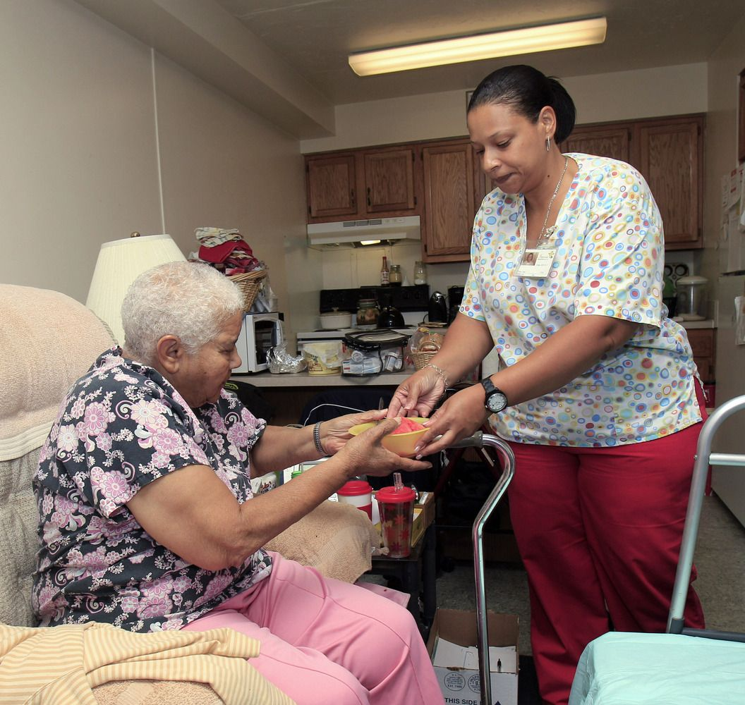 Certified home care aides in dallas texas assist patients