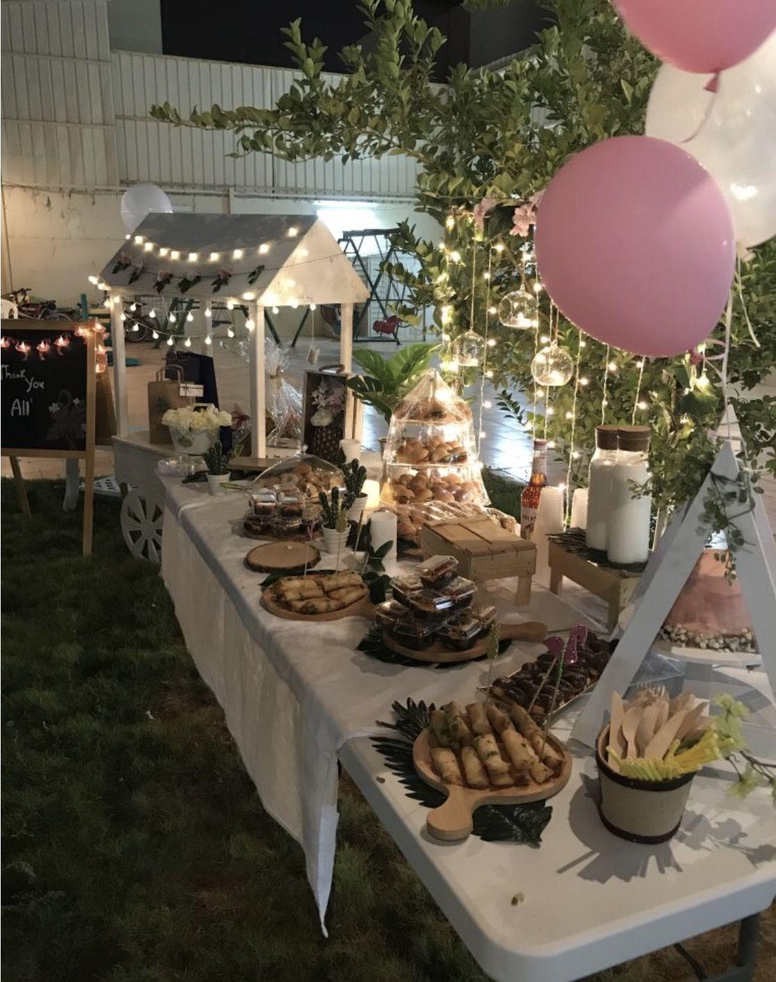 أفكار لحفلات تخرج حساب صاحبه فكرة انستغرام Saraalshay3 يوتيوب The Delight In White T Candy Table Table Decorations Decor