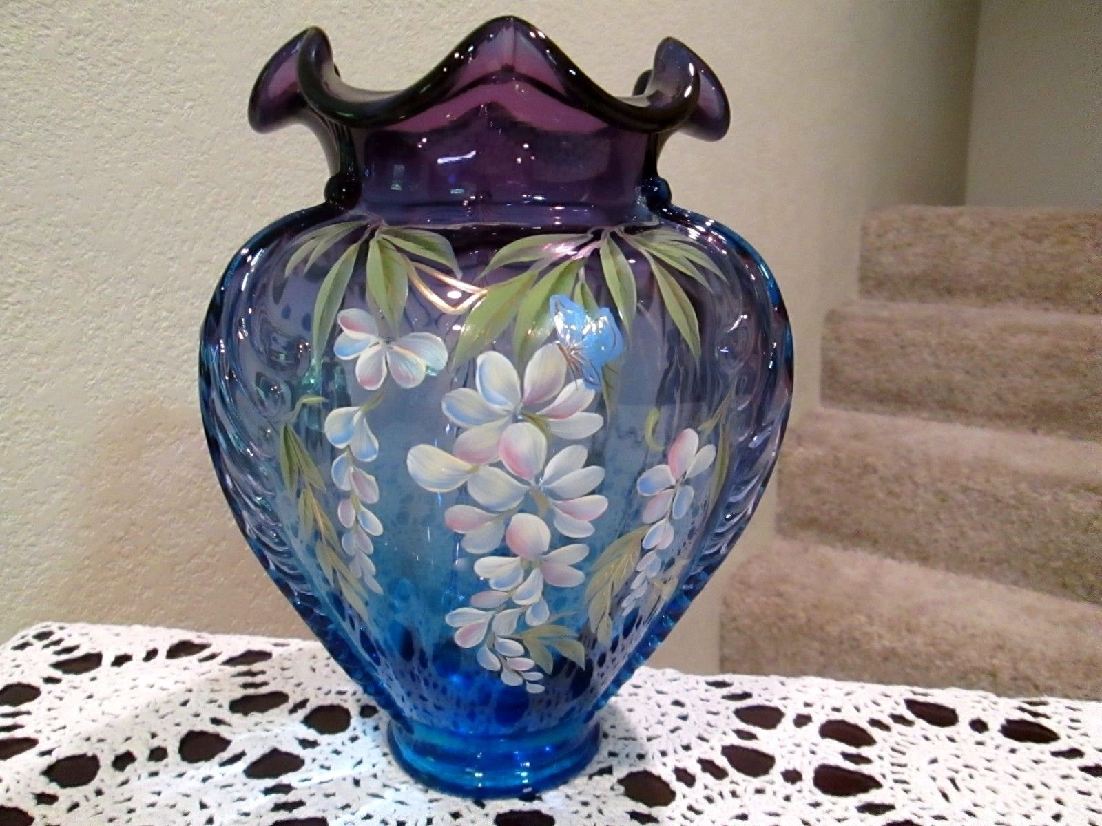 FENTON MULBERRY FEATHER VASE HAND PAINTED LIMITED EDITION 118/1715 NO RESERVE https://t.co/h6LVLMs3Ce https://t.co/dLfyhOsJik