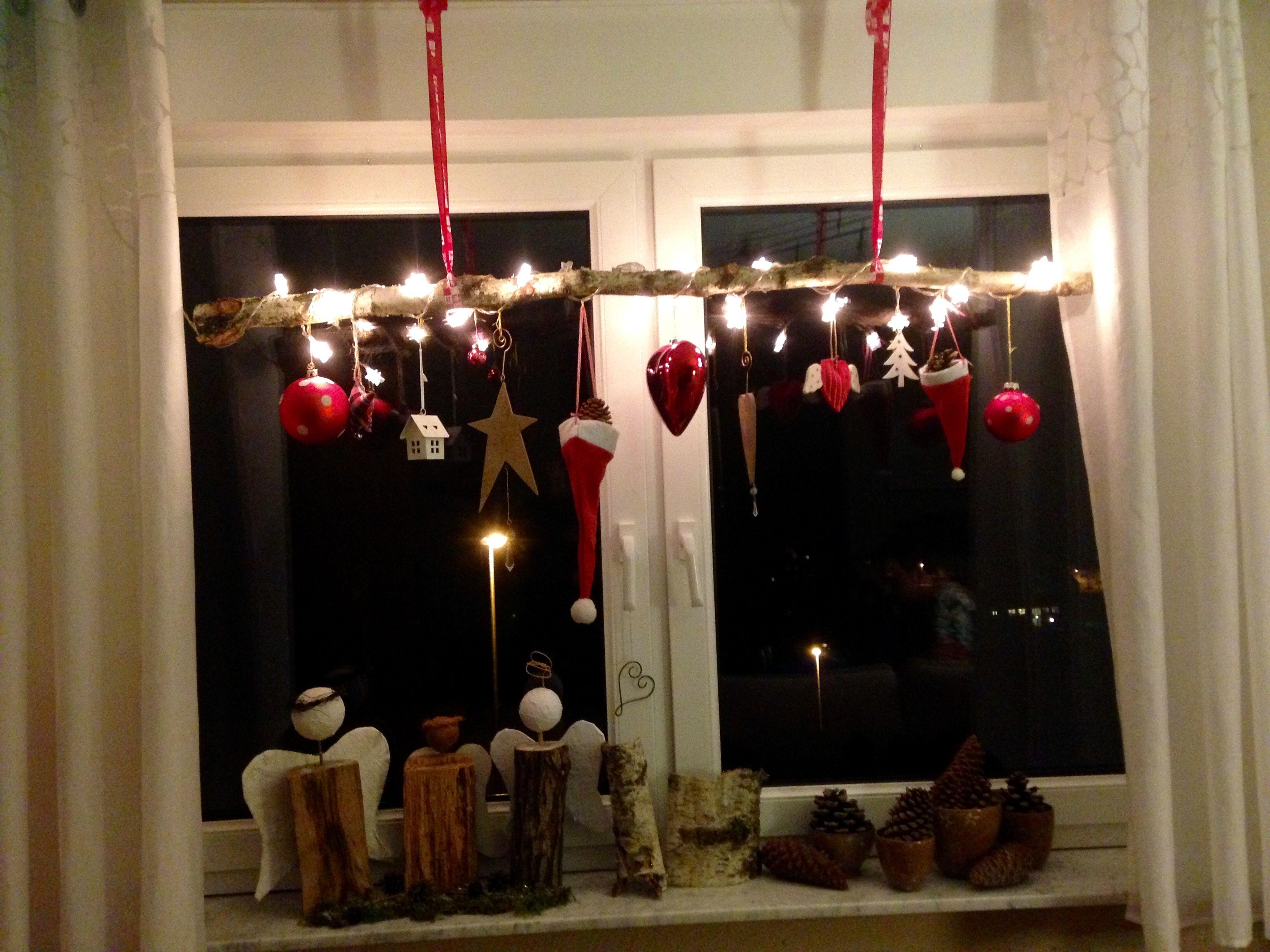 einen sch nen alten ast im wald suchen mit einer sternenlichterkette umwickeln und nach. Black Bedroom Furniture Sets. Home Design Ideas