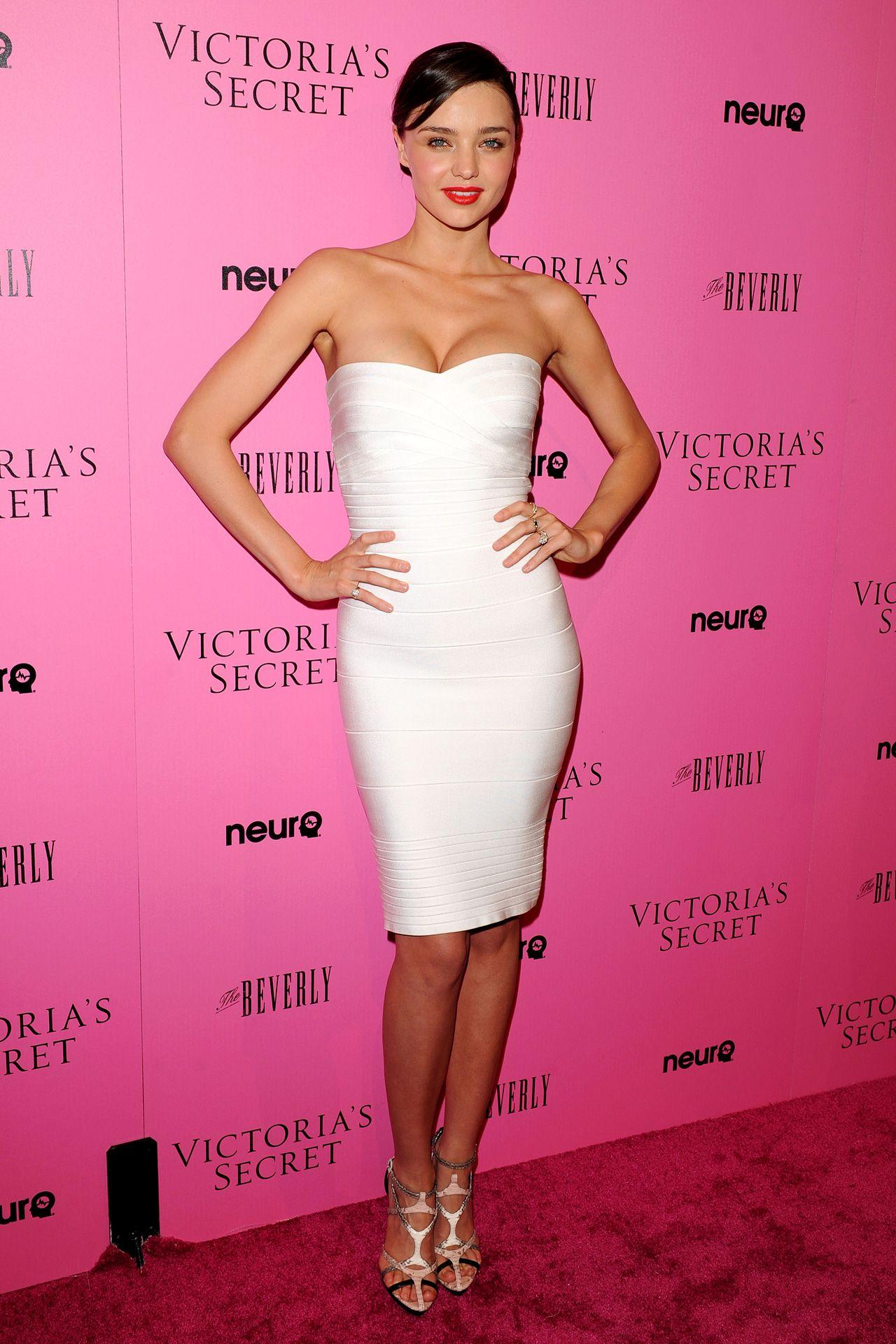 Miranda Kerr\'s Uniform Attracts Criticism | Fiestas y Cosas