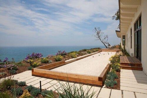 Ein Boccia-Kugel ist ideal für Terrassen und Decks. Denn es ist lang ...