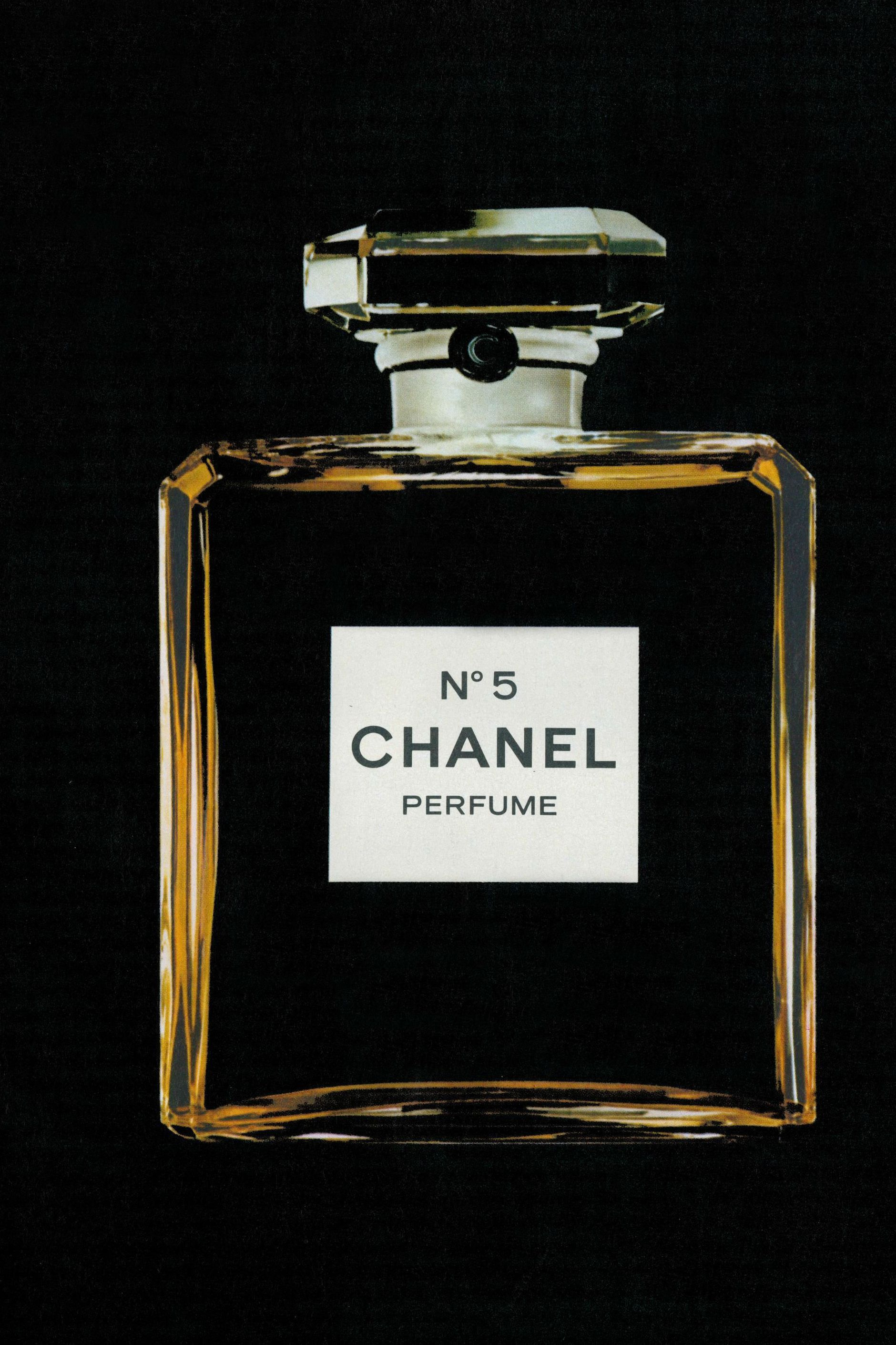 Chanel No 5 Perfume Introduced In 1921 By French Fashion Designer Coco Chanel The Eponymous Chanel No 5 Parfum Cont Perfume Chanel Perfume Perfume Bottles