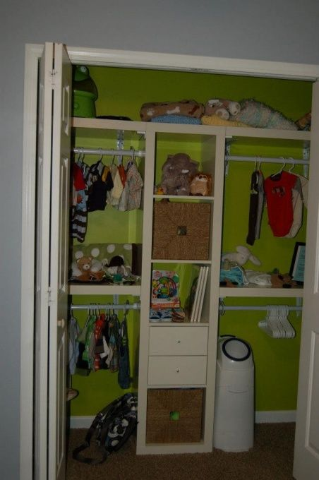 I never thought to paint the inside of the closet an accent color ...
