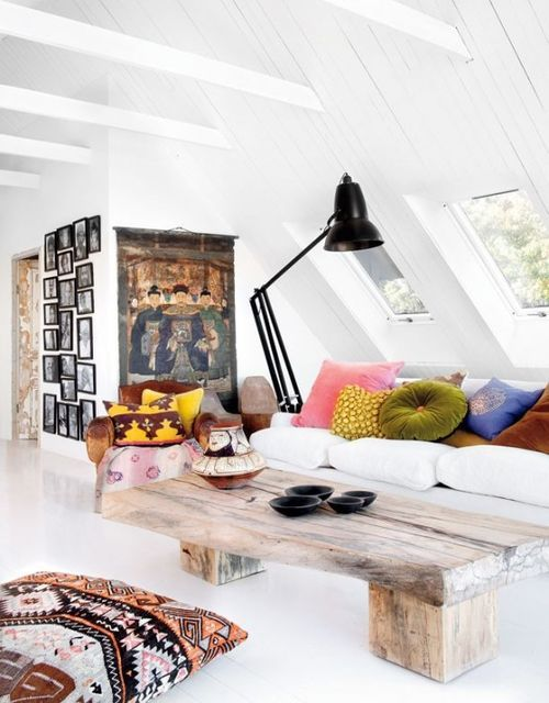 Pretty darn sure these are cathedral ceilings...seriously considering using this picture as the design inspiration for its mix of whites, color, bohemian pillows, and organic wood    Almohadon piso♥♥♥+mesa madera+ cuadrotela asiatico