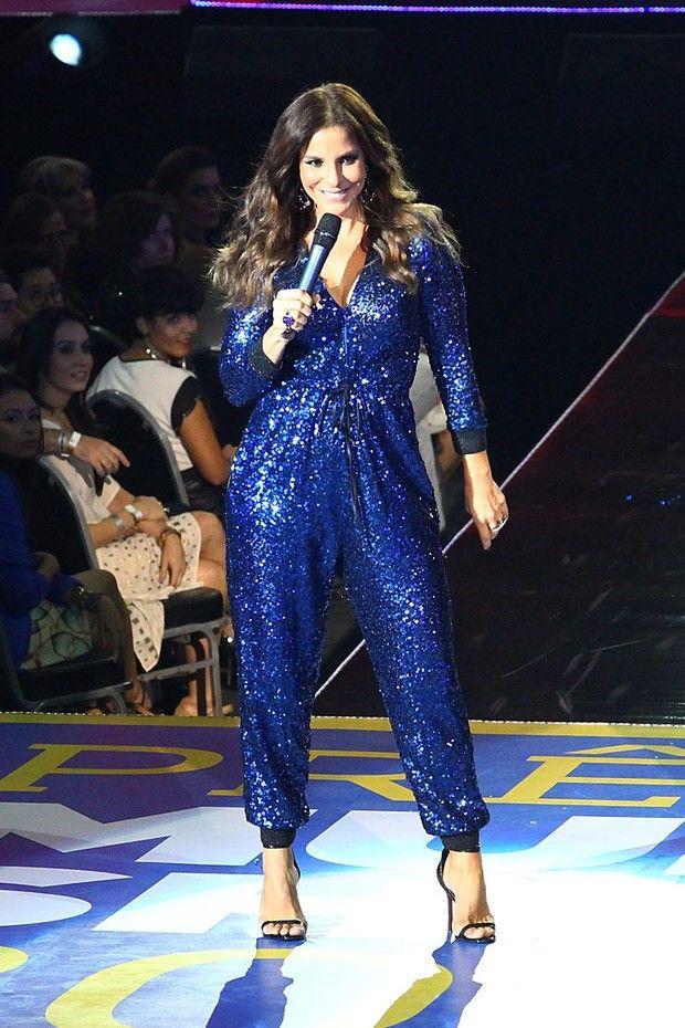 Look de Ivete Sangalo em premiação agrada e é o mais votado em enquete  Macacão Azul d2c15af6bb