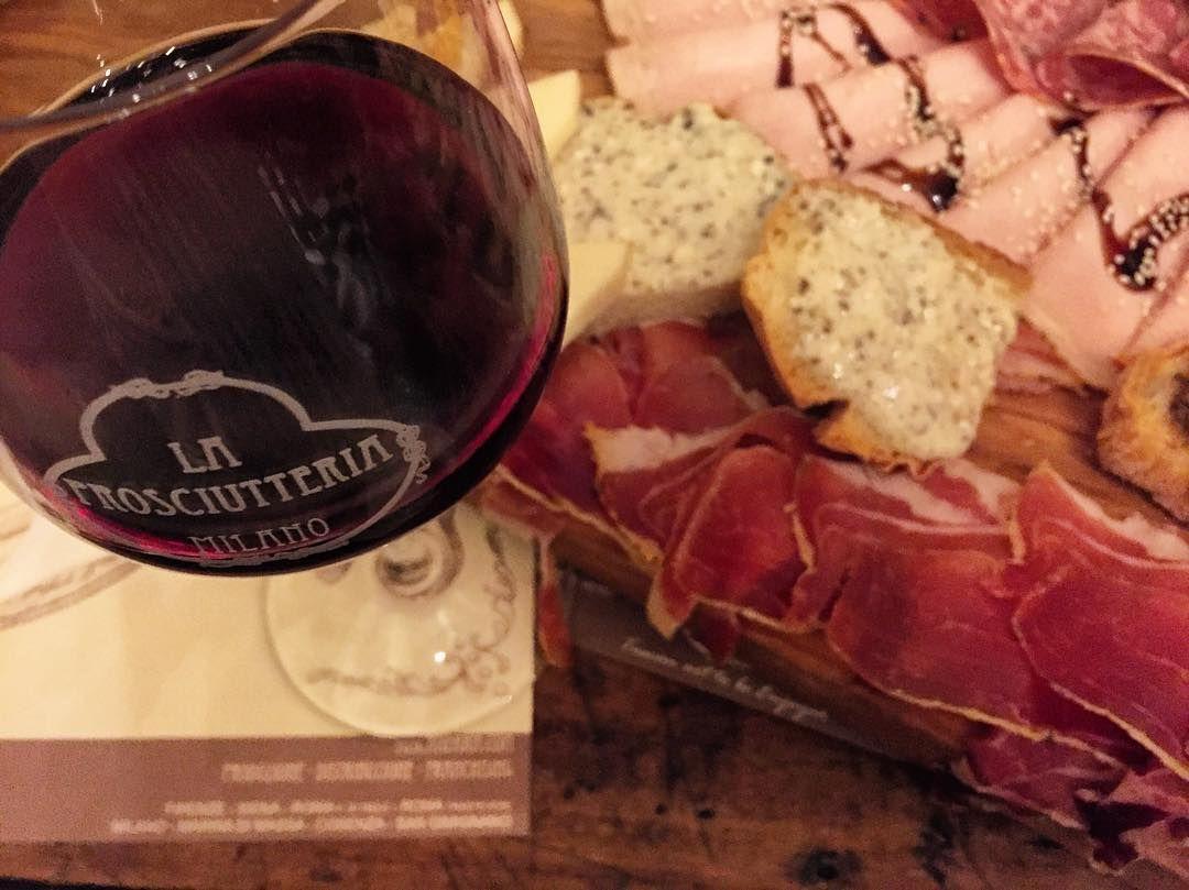 """crismazza91""""In vino veritas""""  #milano#laprosciutteria#top#vino"""