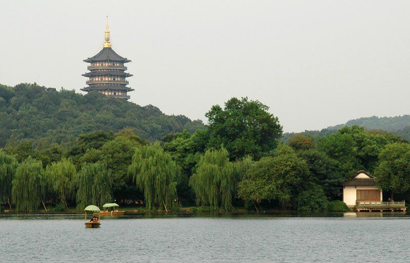 """The jewel in Hangzhou's crown is the West Lake. If you've never been to China before and the first thing you visit is the West Lake, you'll start thinking that all the news about pollution in China is one big Western conspiracy."" see also:http://www.slow-chinese.com/14-hang-zhou-xi-hu/"