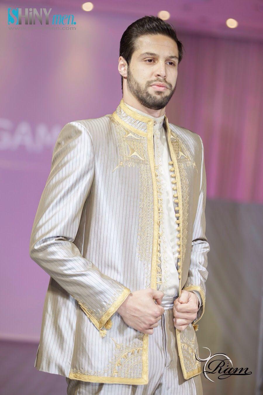Costume en soie avec broderie traditionnelle tunisienne