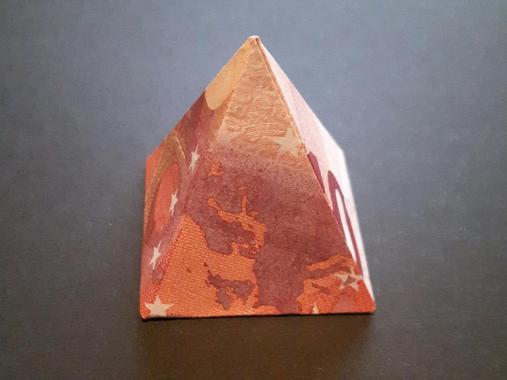 Pyramide aus einem 10€-Geldschein gefaltet -  Mit Anleitung: so wird sie gefaltet!