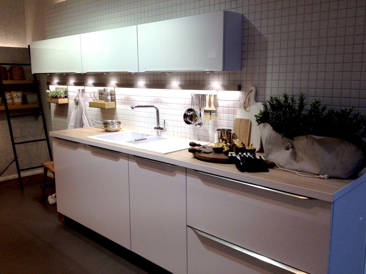 Une cuisine avec ou sans poignées, une question pas forcement simple... Il faut savoir que ce choix n'a rien d'anodin, tant au niveau de l'esthétique que de l'ergonomie... #cuisiniste #nantes