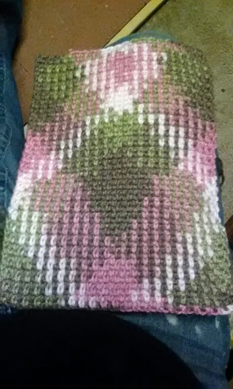 color pooling. red heart super saver in Pink camp. size H , 5 mm ...