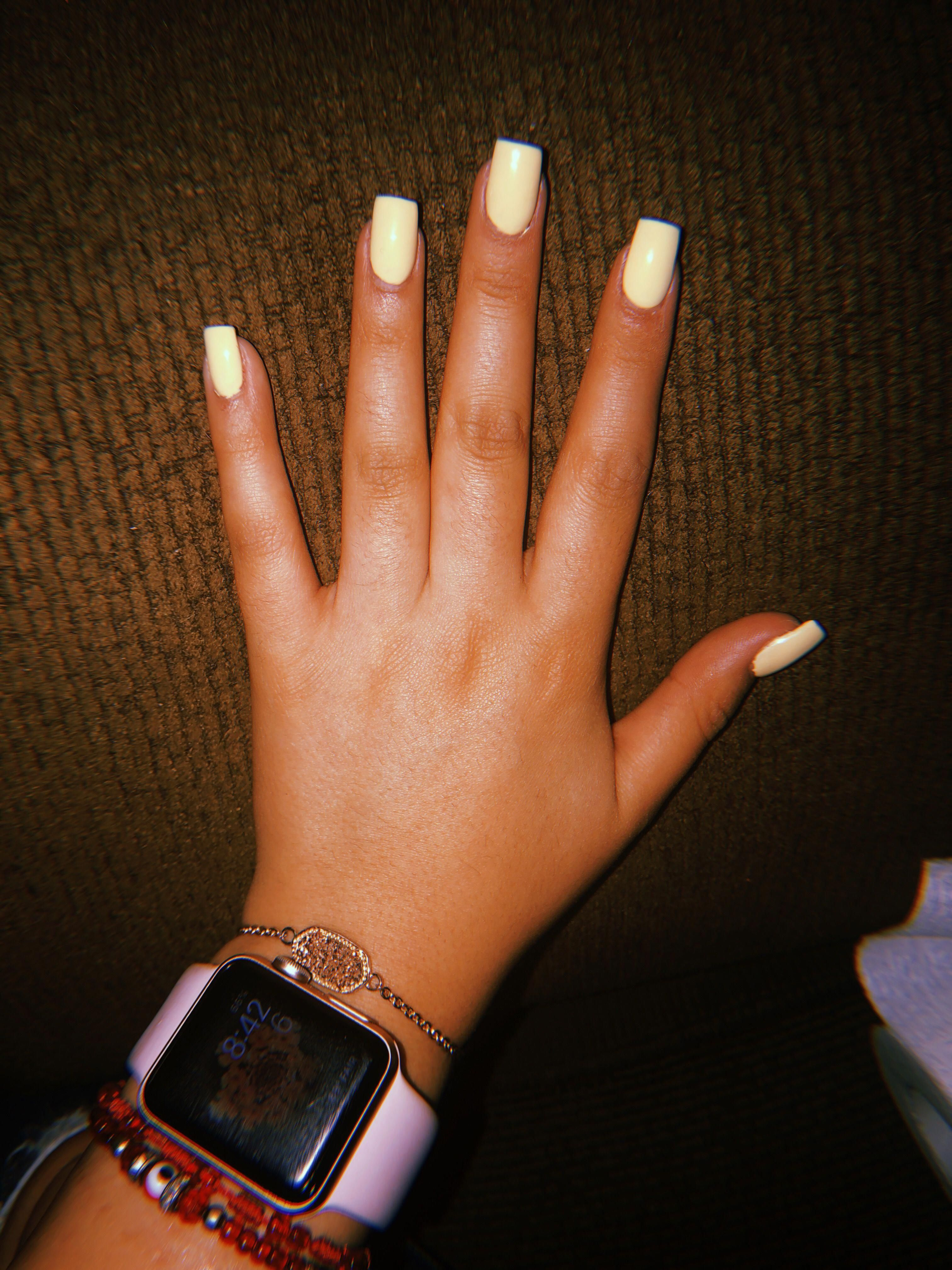 Beautiful natural Short square nails design for spring and