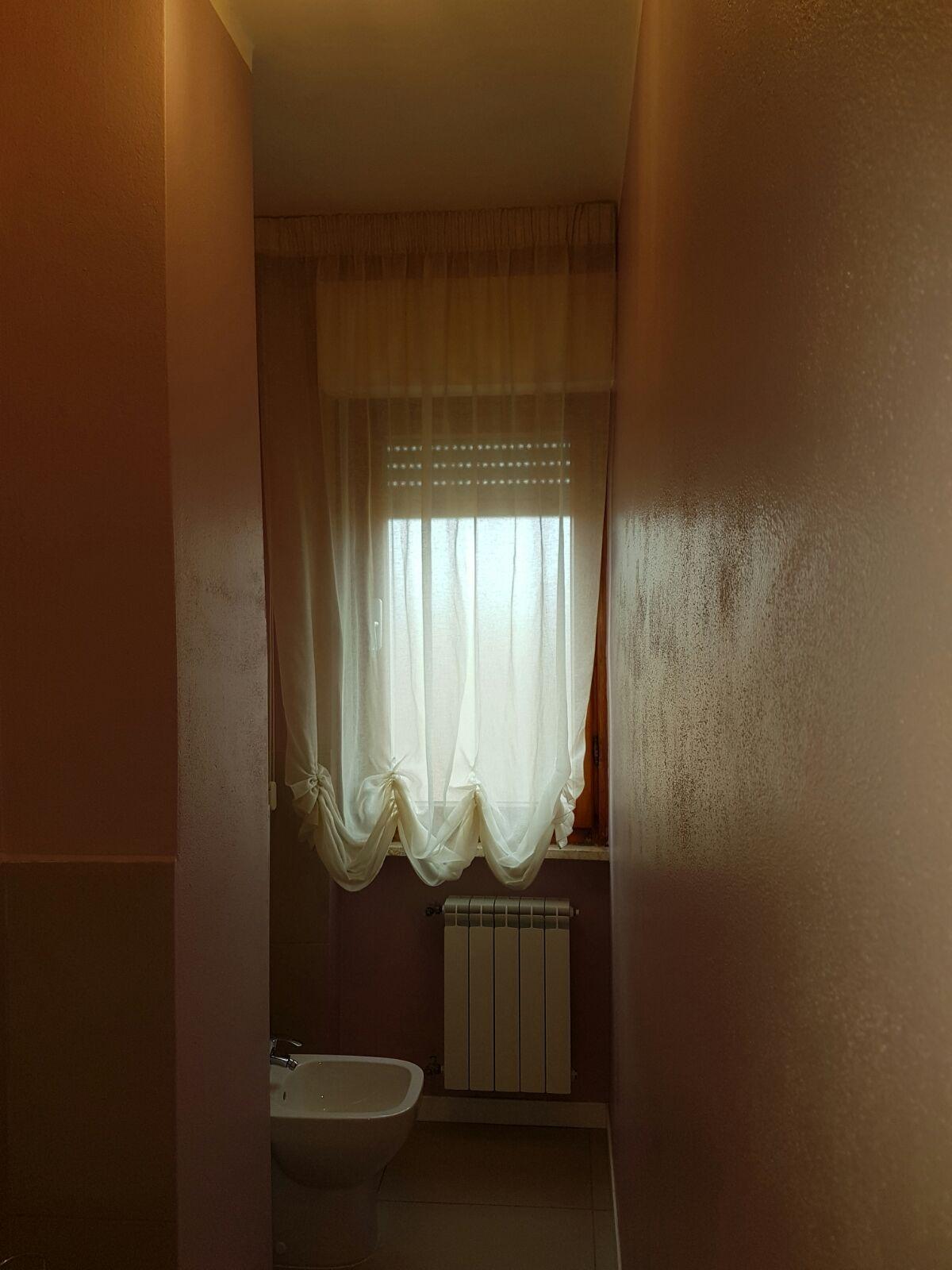 Tenda a finto pacchetto per bagno tende da interni - Tende bagno a pacchetto ...