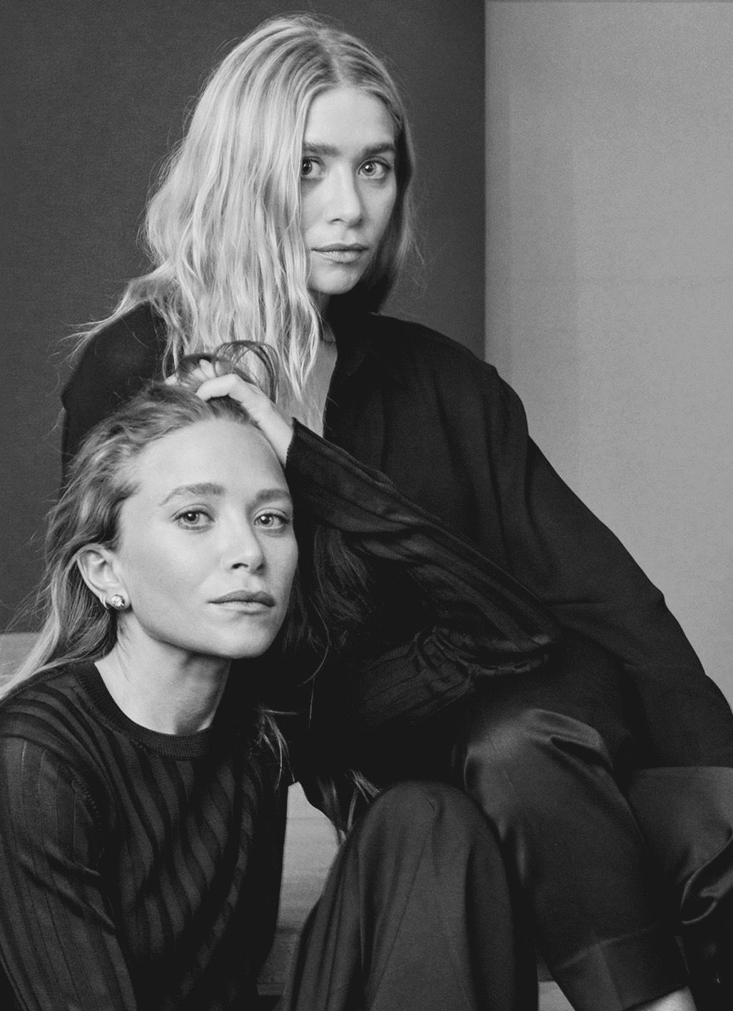 mary kate and ashley by annie leibovitz for vogue us. Black Bedroom Furniture Sets. Home Design Ideas