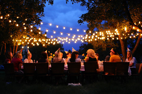 Genial Lights For Your Outdoor Party.