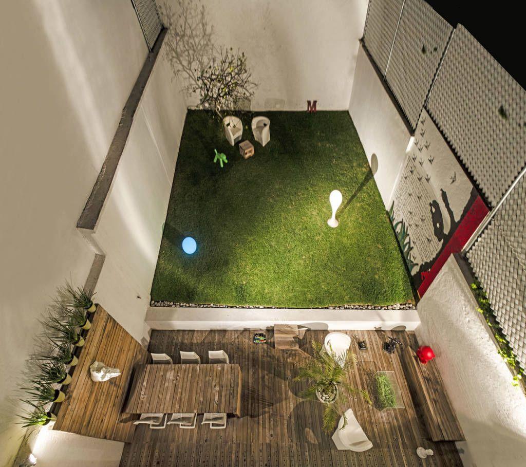 Casa f 51 terrazas de estilo por miguel de la torre for Jardineria al aire libre casa pendiente