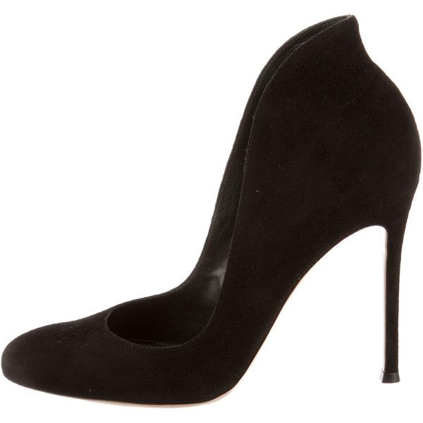 Pre-owned Gianvito Rossi Suede Pumps (€310) ❤ liked on Polyvore featuring shoes, pumps, black, round cap, black suede pumps, rounded toe pumps, round toe suede pumps and round toe pumps