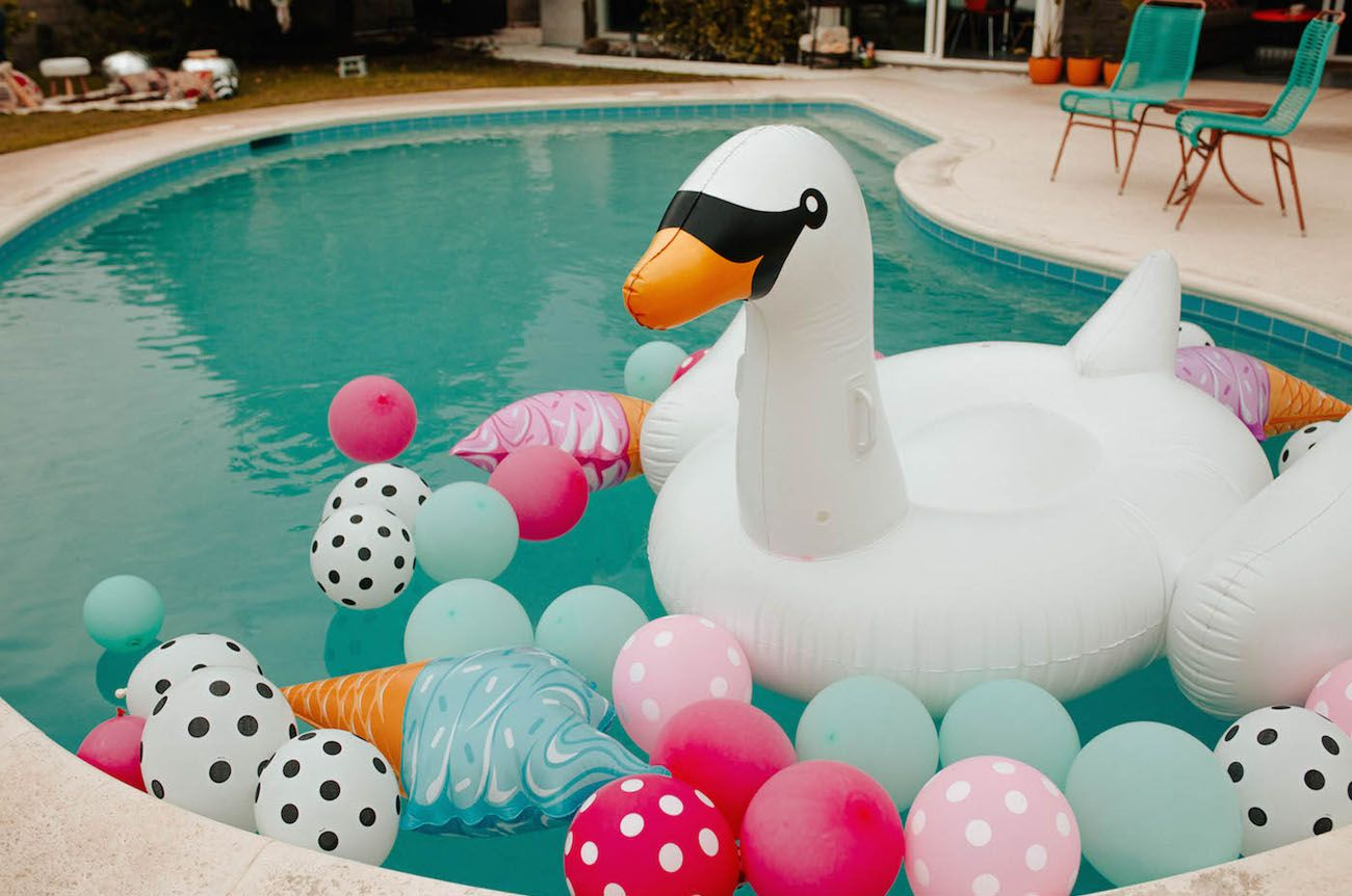 Decoraciones De Piscinas Bachellaparty A Coachella Inspired Bachelorette Party