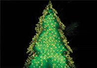 Eine schöne Alternative für Weihnachten: Ein Baum aus Platten, Tannengrün und Lichtobjekten - ganz einfach selbstgemacht.  #Selbstbauanleitung #OBI #DIY