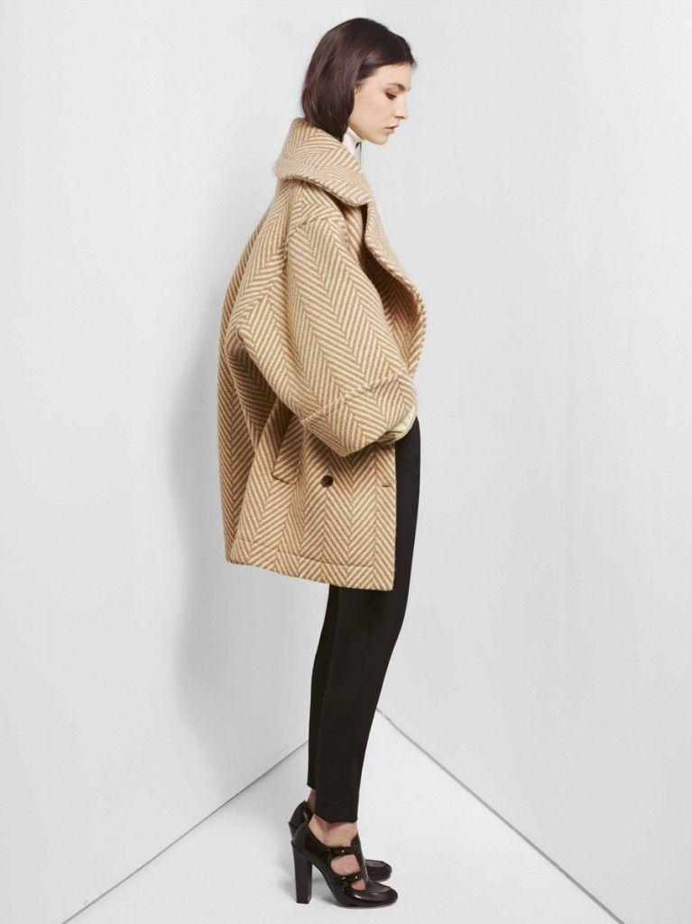 Coat jakke beige sort svart sandaler bukse ootd fashion mote inspirasjon inspo mer mote og inspirasjon på http://www.stylista.no