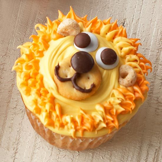 Cupcakese decorated with cute lions are perfect for a little animal lovers birthday! Learn how to make them: http://www.bhg.com/party/birthday/cake/animal-birthday-cakes-cupcakes-for-kids/?socsrc=bhgpin070912#page=13