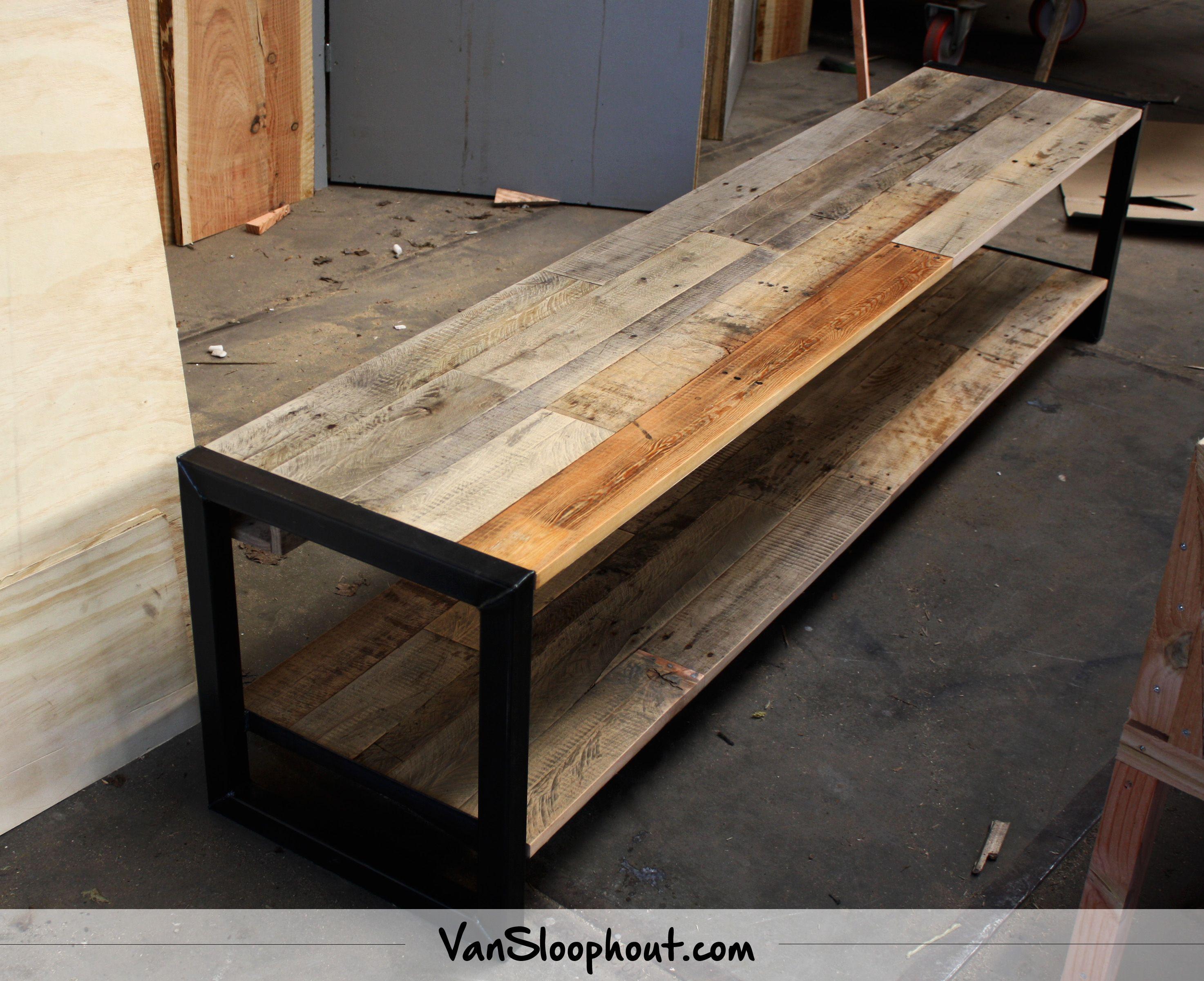 Eiken Woonkamer Meubelen : Tv meubel van staal met een eiken sloophout blad industrieel