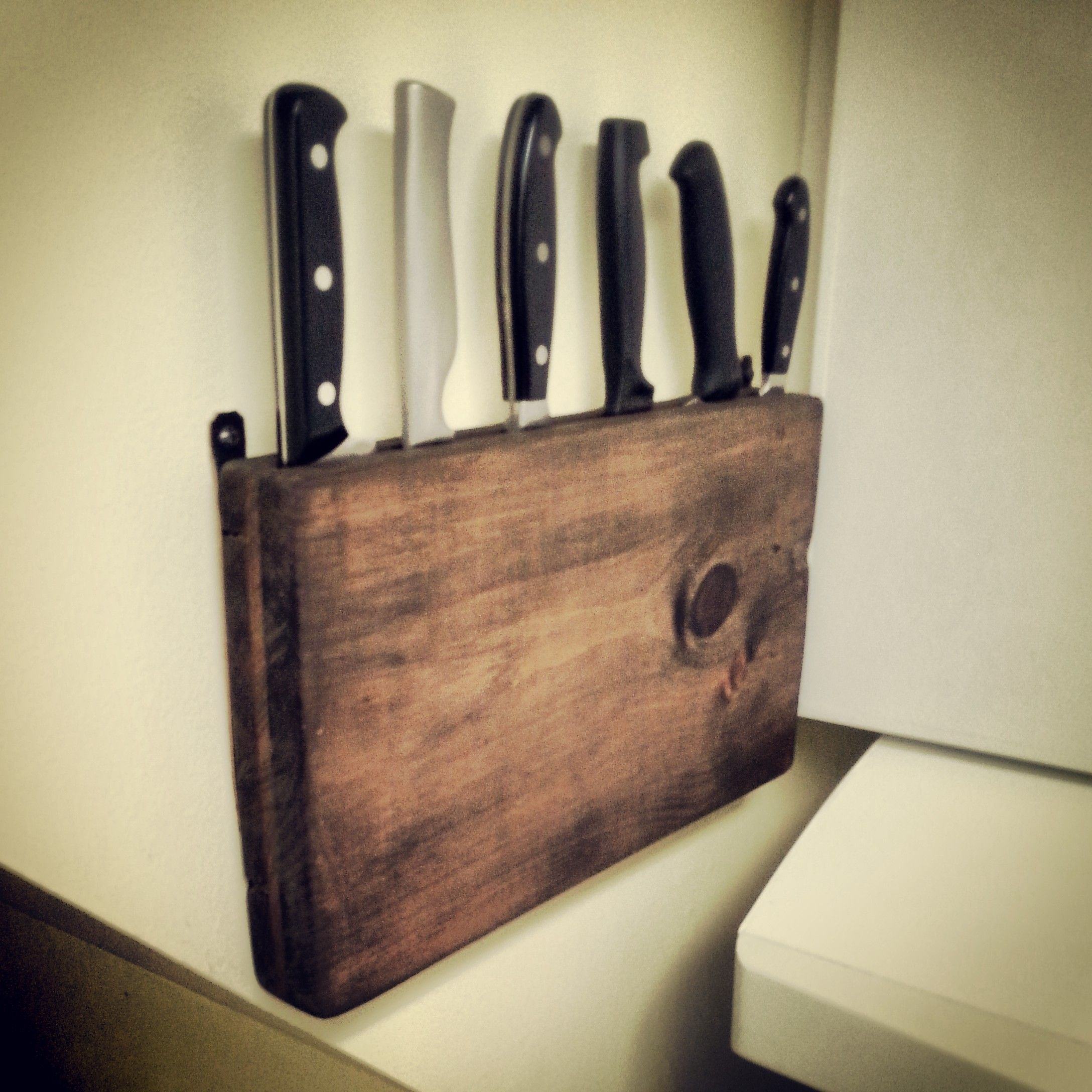 Reclaimed pallet wood wall hanging knife block