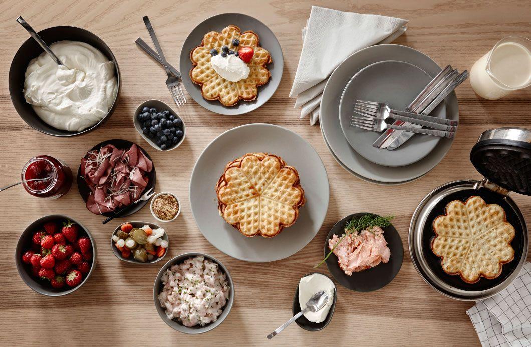 Bag nogle vafler, og pynt dem med laks, eller glæd din søde tand med bær og græsk yoghurt.
