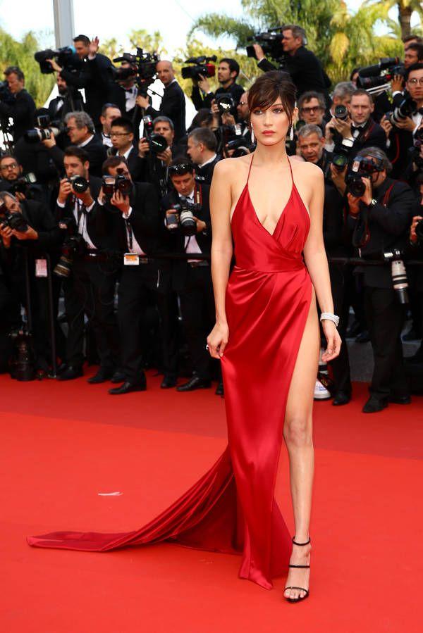 La robe fendue / Les plus beaux looks de Bella Hadid