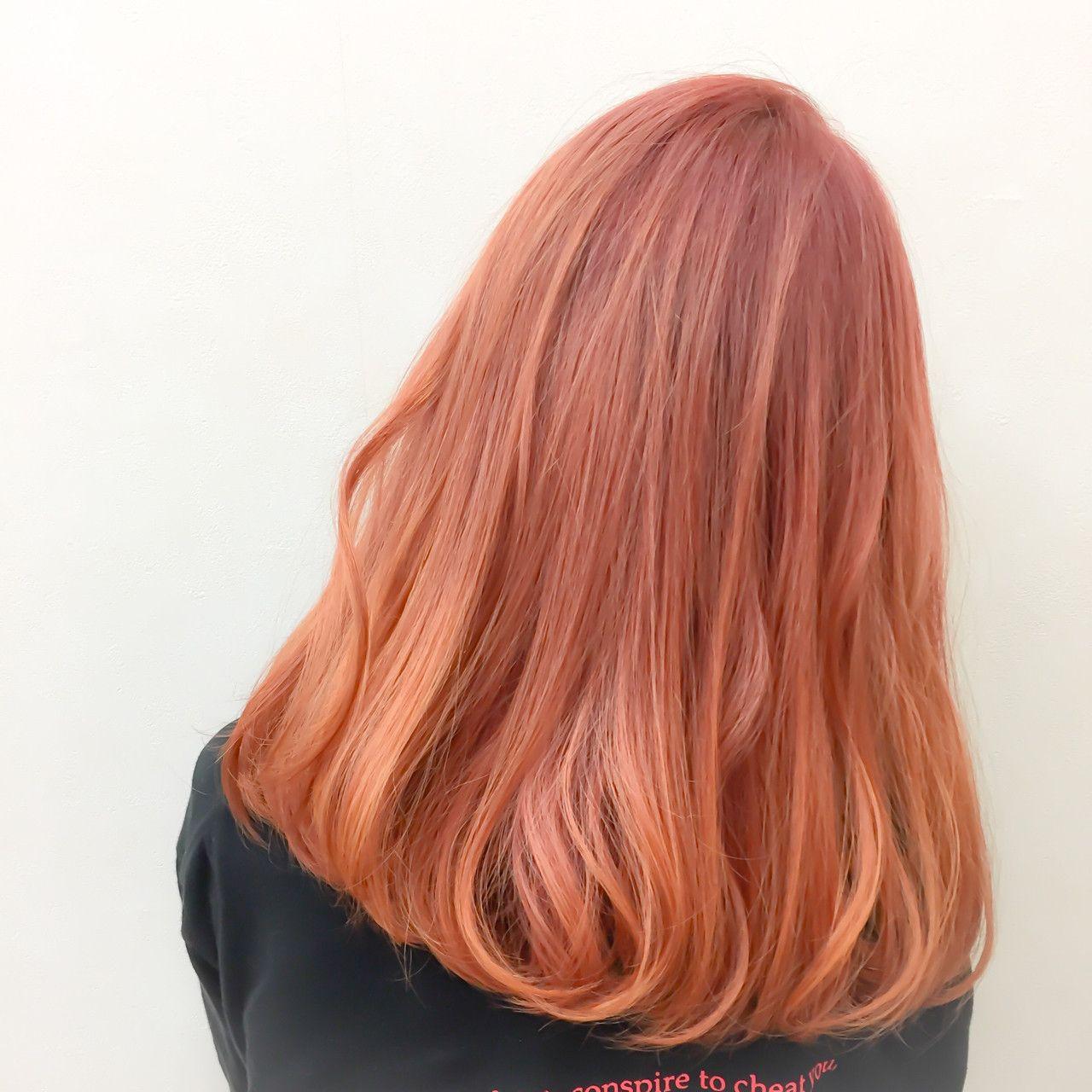 オレンジ系のヘアカラーで今っぽアクティブな印象に お手軽イメチェンしよ Hair 髪色 オレンジ ヘアスタイリング ヘアカラー