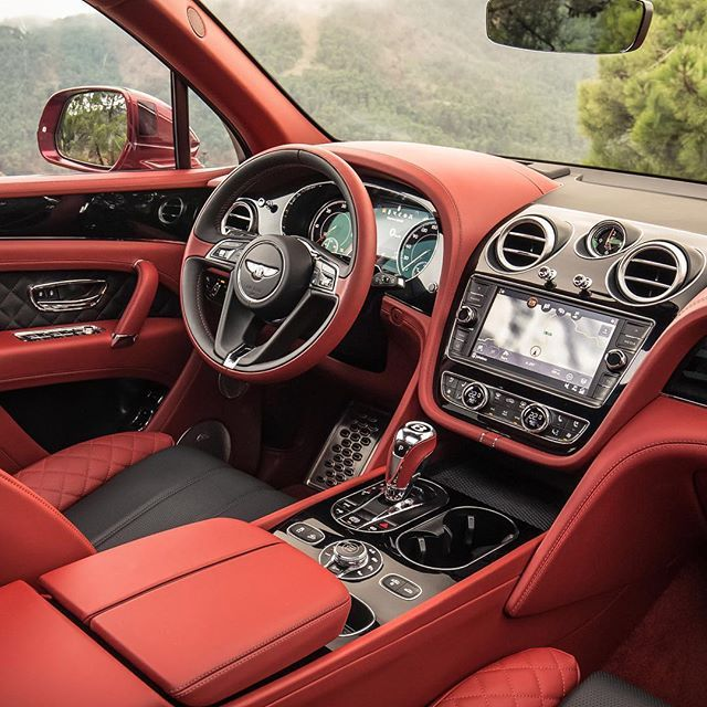 The New Bentley Bentayga Diesel Also Features A Seven Seat Configuration Option Interior Colour Belu Best Luxury Cars Luxury Cars Bentley Custom Car Interior