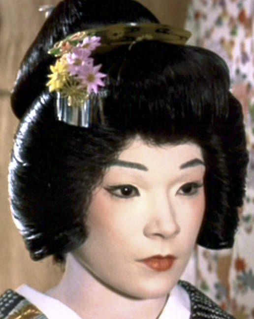 Shu Uemura's make-up for Shirley MacLaine in 'My Geisha'