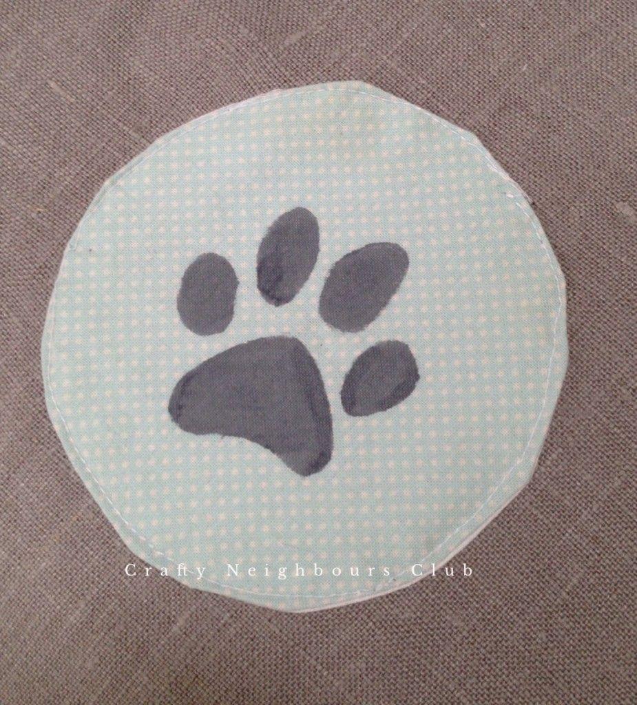 Pfotenprint für ein gemütliches Hundekissen