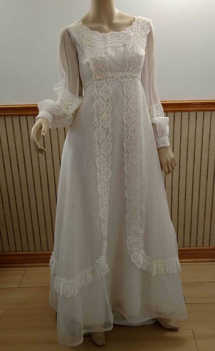 60s lace wedding dress  Vintage Wedding Dress Gown with Train White Lace Sheer s s Floor