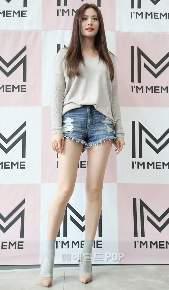 Long Legs 6 Stunning Pics Of Nana At I M Meme Event Nana Afterschool Kpop Girls Long Legs