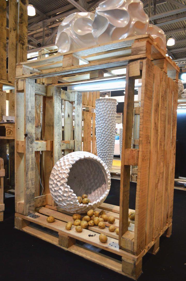 Recollection Booth For Perspekta By Alan Khadikov, Moscow. Paletten  IdeenPalettenprojektePalettenholzHausprojektePalette DisplayRecycelte ...