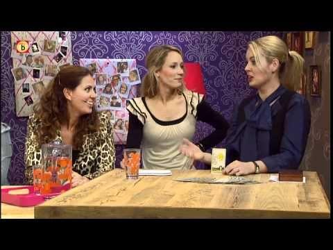 Esther van Heerebeek voorspelt de dag via tarotkaarten