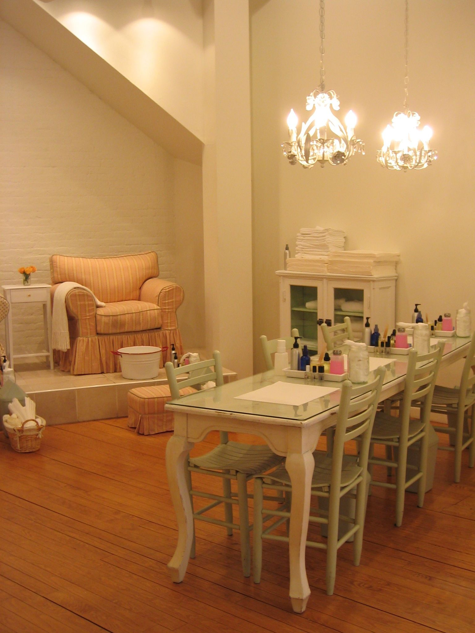Nail Salons with Complimentary Cocktails: Sweet Lily Natural Nail ...