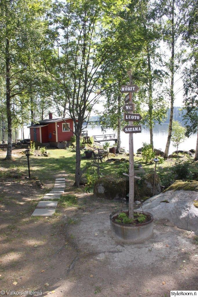 Ninnuli N Mokilla Kyltit Opastavat Mm Rantasaunalle Ja Satamaan Styleroom Mokki Maisema Kesa Scandinavian Cottage Summer Cabins Summer Cottage