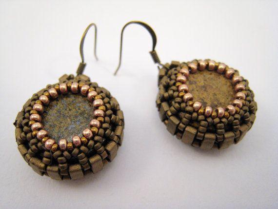 Perlengefädelte Ohrringe Bronzit Perlenarbeit Runde von BeadFizz