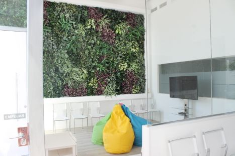 Plantas artificiales jardin vertical artificial pared for Plantas artificiales jardin vertical