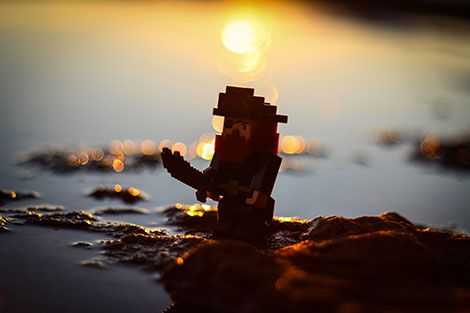 Sometimes you just need to get away from the hectic life and look over the beautiful sun over the sea in #Terraria