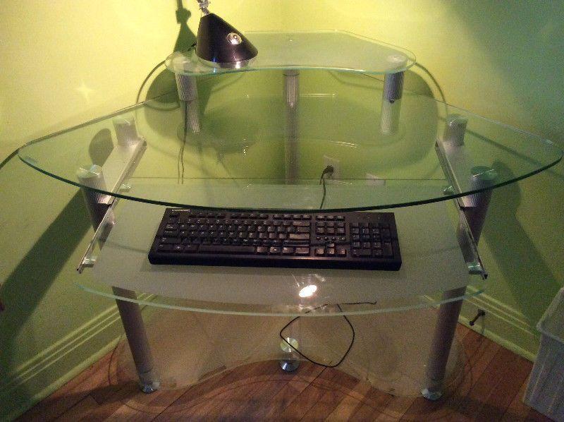 Bureau en coin en verre pour ordinateur bureaux ville de