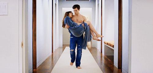 -Me coge de la mano, me atrae hacia él y yo me dejo caer en sus brazos, mi lugar preferido en todo el mundo.