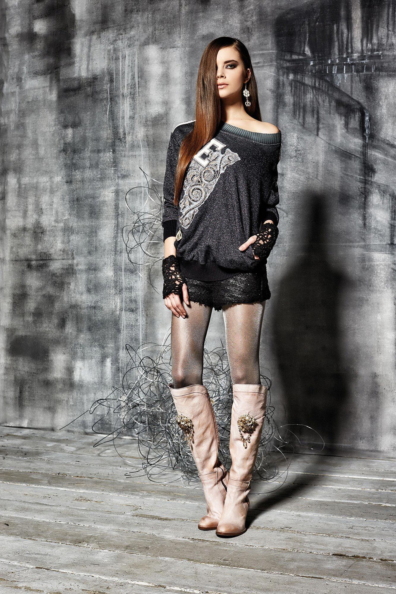 #danieladallavalle #collection #elisacavaletti #fw15 #grey #black #tshirt #shorts #boots
