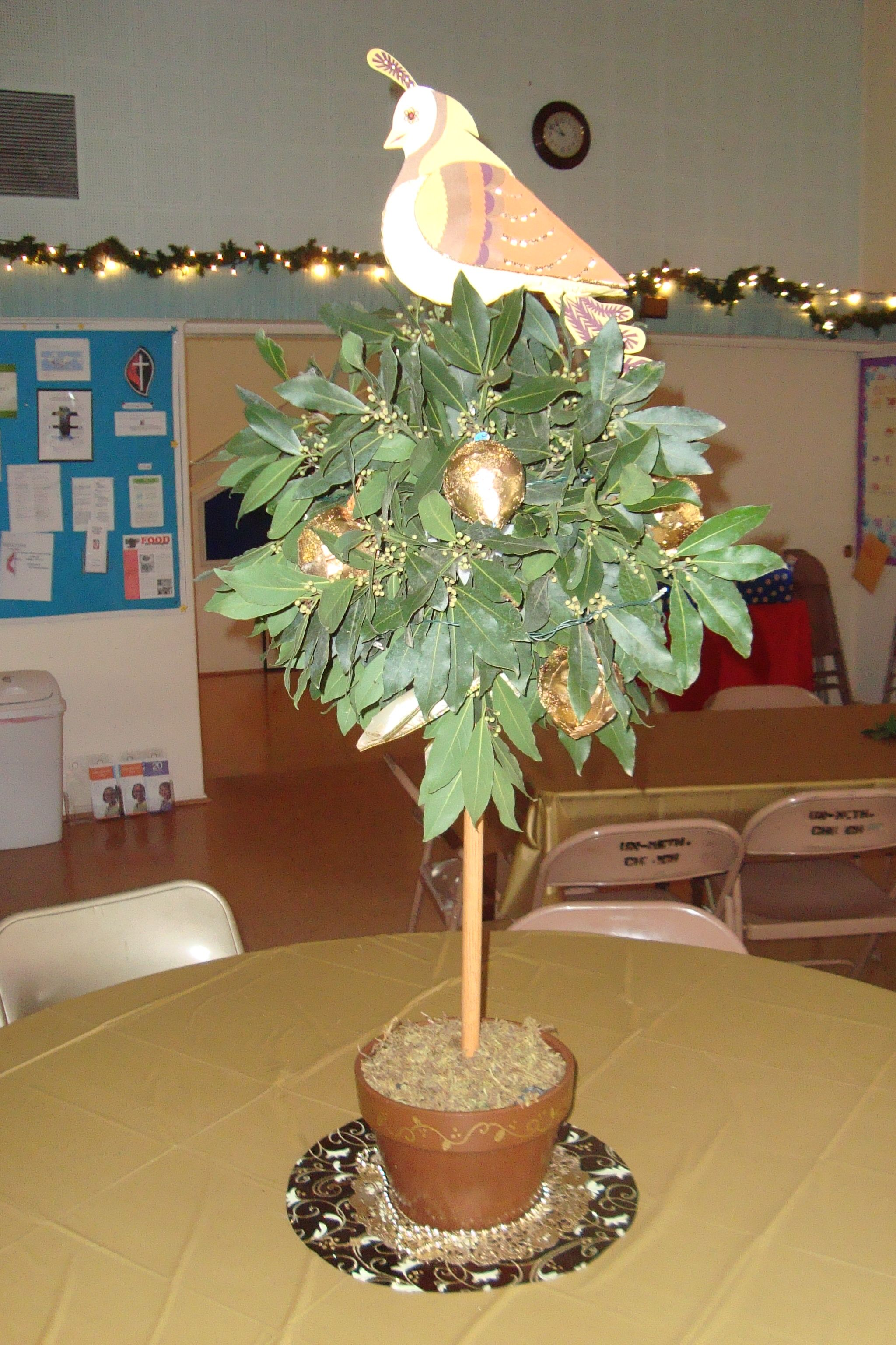 Partridge In A Pear Tree Tree Centerpieces Twelve Days Of Christmas Christmas Themes