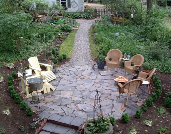 English garden flagstone patio with boxwood border i for Garden sectioning ideas