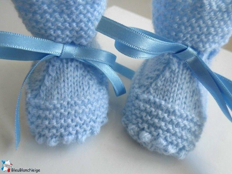 84e6ee58e7707 Chaussons bébé tricotés main en laine coloris BLEU aquilon